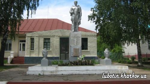Пам'ятник на вул. Заводській у с-щі Караван