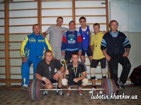 Спортивні змагання з важкої атлетики та шахів