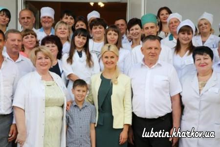 Юлія Світлична передала нове обладнання Люботинській міській лікарні