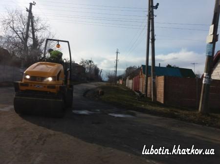 У місті Люботині триває ремонт доріг