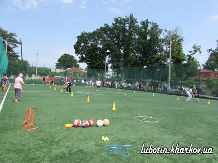 Спортивне свято відбулося на стадіоні «Олімпієць» (майданчик із штучним покриттям) з нагоди Дня захисту дітей в Україні