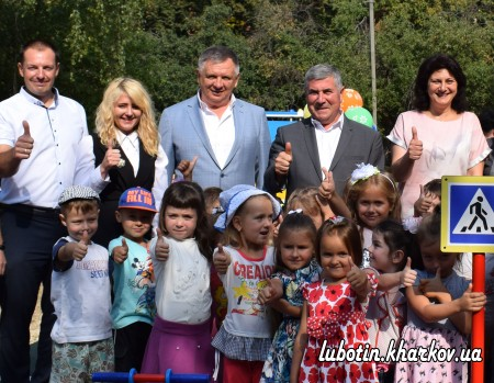 У місті Люботині продовжується урочисте відкриття міні-проєктів, реалізованих у рамках обласного конкурсу розвитку територіальних громад «Разом в майбутнє».