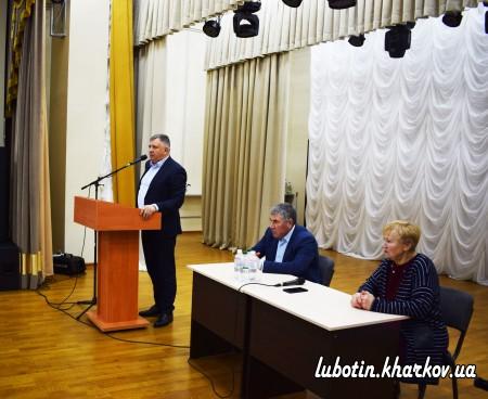1 лютого у Будинку культури відбувся звіт міського голови Леоніда Лазуренка та депутатів обласної ради Миколи Уманця і Віри Сивицької перед громадою міста.
