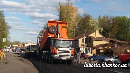 У місті Люботині активно проводяться роботи із благоустрою території.